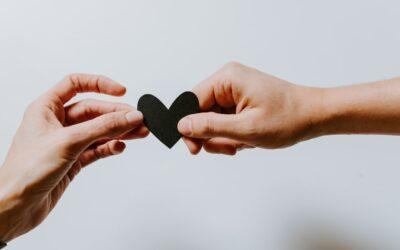 Un piccolo pensiero che vale molto: scegli tra i nostri regali solidali